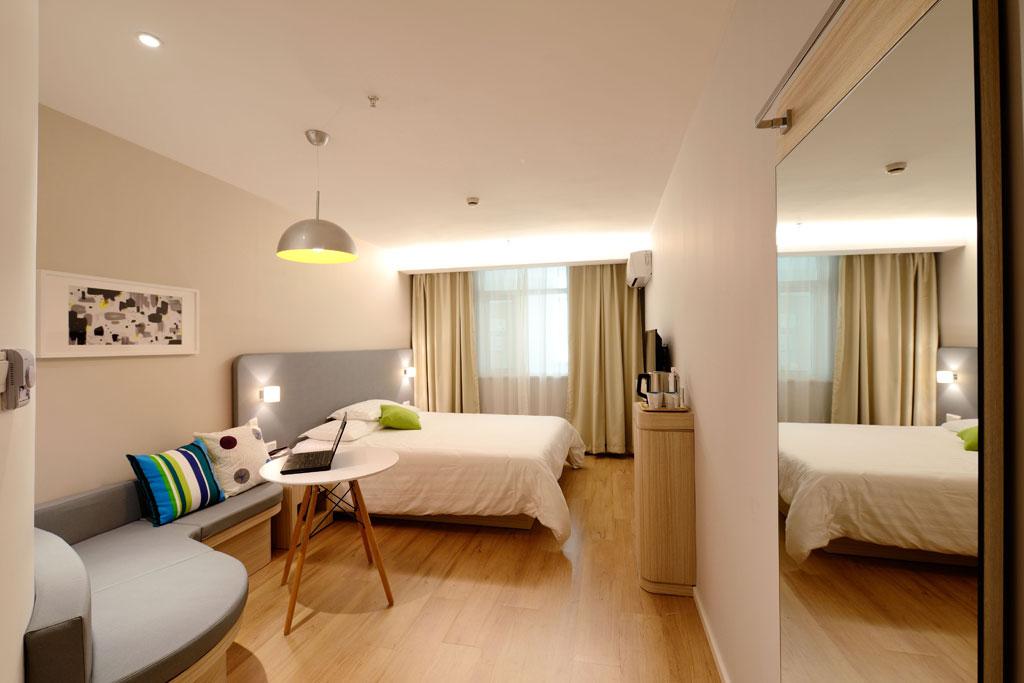 Bedroom! Embracing The Maximalism Trend